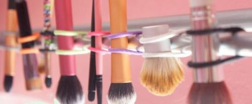 Limpiar-brochas-de-maqullaje-secar-brochas-tutorial 2.jpg
